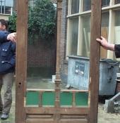 deur-uit-badhuis-turfsingel-restauratie-glas-in-lood-en-deur-met-houtsnijwerk